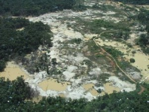 Gold mining in the jungle of Madre-de-Dios, Peru