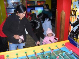 brianna-and-mommi-arcade