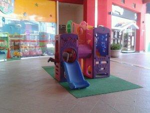 brianna-in-mall